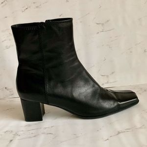 EUC- Nine West Black Watchme Ankle Boot!!